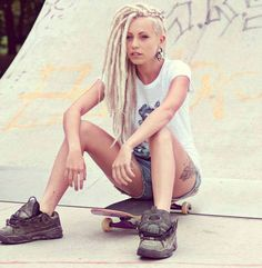 Dreads with an undercut.blondes with dreads. Hehe just like my hair Blonde Dreadlocks, Dreads Girl, Dreads Undercut, Side Undercut, White Girl Dreads, Long Undercut, Dreadlock Hairstyles, Cool Hairstyles, Short Punk Hair