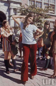 A teenage girl in a t-shirt and velvet pants poses for Life magazine photographer Arthur Schatz's photo-essay on high school fashion in High School Fashion, 60s And 70s Fashion, Student Fashion, Retro Fashion, Vintage Fashion, 1960s Fashion Hippie, Fashion Idol, Junior Fashion, London Fashion