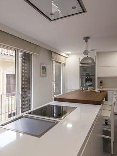 una cocina moderna conectada con el saln
