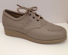 Drew Shoes Womens Size 7.5 D Beige Oxford Bounce Lace Up 7 1/2 Wide 10680 #Drew #Oxfords #Casual