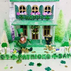 Patrick's Day Putz House with Leprechaun in Greens Irish Decor, Putz Houses, Mini Houses, Home Bar Decor, Paper Houses, Cardboard Houses, English Decor, Glitter Wallpaper, Glitter Houses