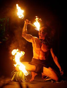 Hawaii_Oahu_Laie_Polynesian Cultural Center_world fireknife championship_Samoan (male cancer)