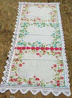 Vintage Embroidery Isa Creative Musings: Vintage Hankie Table Runners, Part III Doilies Crafts, Fabric Crafts, Sewing Crafts, Sewing Projects, Embroidery Transfers, Machine Embroidery, Embroidery Patterns, Embroidery Stitches, Vintage Crafts