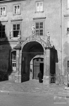 Klasztor OO. Franciszkanów - brama.Lata 40/50. XX w.