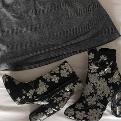 Marketplace for new and preloved fashion Vintage Boots, Save The Planet, Selling Online, Second Hand Clothes, Thrifting, Mini Skirts, Unique, Stuff To Buy, Shopping