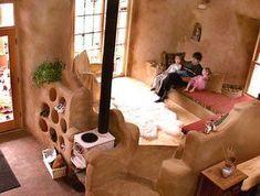 Casas artesanales de tierra moldeadas por sus propietarios con sus propias manos. #COB #construcción_sostenible #arquitectura_sustentable #casas En la imagen: cob-house-living-room (busyboo.com)