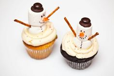 Cupcakes Take the Cake features a sweet snowman cupcake from Dollop Gourmet that looks pretty easy, even for the kids. A little frosting, a few marshmallows, a orange gumdrop nose and some pretzel arms. Cute - cute!