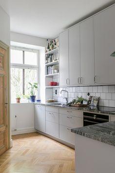Interior Design Plants, Interior Desing, Interior Exterior, Interior Design Kitchen, Kitchen Dinning, Kitchen And Bath, Kitchen Decor, Apartment Kitchen, Apartment Design