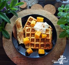 Mango-Eiklar Waffeln | Gesundes Frühstück