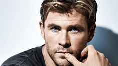 Ever Wonder What Chris Hemsworth Was Like Before Being A Megastar? V Shape Hair, Greek Feet, Chris Hemsworth Thor, Bald Men, Actors Images, Hollywood Actor, Hollywood Actresses, Movie Photo, Hair A