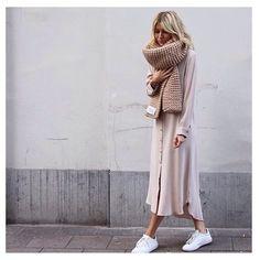 Love our Billie scarf on this beautiful @kelly_love_com dress ♡ #wool #bigknits #heartworking #knitwear #australia #ilovemrmittens  @damoyantwerp