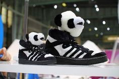 Panda Sneakers by Jeremy Scott - trainers - kicks - footwear - shoes Kids Sneakers, High Top Sneakers, Sneakers Nike, Jeremy Scott Adidas, Panda Love, Panda Bear, Cheap Shoes, Sneakers Fashion, Me Too Shoes