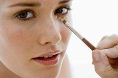 Applicare il correttore - Donne Sì #correttore #piccoleimperfezioni, #pelle #viso #controocchiaie