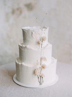 winter white wedding cakes Naked Wedding Cake, White Wedding Cakes, Elegant Wedding Cakes, Wedding Cake Designs, Rustic Wedding, Wedding Cake Simple, Elegant Cakes, Wedding Cupcakes, Garden Wedding Cakes
