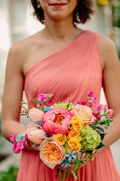 peachy coral charm peony bouquet | Caroline + Ben #wedding