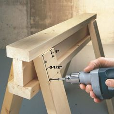 Woodworking Tips Savvy Sawhorse Table Tips - How to make sawhorses the most useful tools in your arsenal Woodworking Bench, Fine Woodworking, Woodworking Projects, Popular Woodworking, Woodworking Magazine, Intarsia Woodworking, Woodworking Patterns, Woodworking Machinery, Woodworking Classes