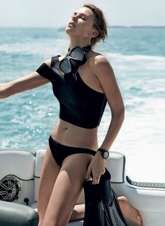 Great classic summer looks on Charlize Theron in the June issue of Vogue USA. I love her cropped short hair and the sporty mood of the editorial shot by Mario Testino. Photography by Mario Testino Mario Testino, Charlize Theron, Bikini Pictures, Bikini Photos, Anna Kournikova, Jackie Brown, Devon Aoki, Carolyn Murphy, Emily Didonato