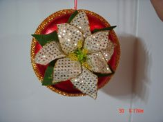 Mogollas Navideñas Christmas Fabric, Christmas Balls, Christmas Crafts, Reno, Fabric Decor, Brooch, Crochet, Floral, Flowers