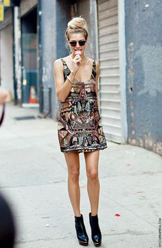 fashion-streetstyle:    CURB APPEAL: NYFW SS13 // JESSICA HART  holy shit that dress is incredible