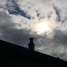 Päivällä sää oli vähän mitä sattuu mutta illaksi taas hyvät saunakelit lämmintä ja välillä aurinkoistakin! Tervetuloa 17-21 (viim. sisään 20:3) #kesänsauna #oulunsauna (#saunalautta #yleinensauna #publicsauna #sauna #oulu )