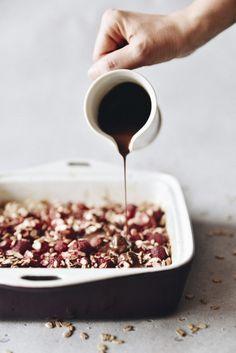 """Vločkový """"koláč"""" s ovocím (niečo ako musli tyčinka) Healthy Sweets, Chocolate Fondue, Cereal, Protein, Low Carb, Breakfast, Desserts, Food, Health"""