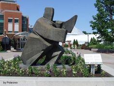 """Montreal. Botanischer Garten. Skulpturen des Künstlers Ju Ming.  Dieses Foto wurde am 2. Juli 2011 in Montreal im Botanischen Garten aufgenommen. Die Skulptur war dort im Rahmen einer temporären Ausstellung zu besichtigen. Sie ist Teil einer Sammlung von 12 beeindruckenden Skulpturen zum Thema """"Tai Chi"""" des taiwanesischen Künstlers Ju Ming.  FB 00015"""