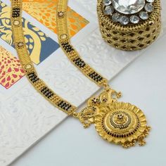 Traditional Gold Jewellery, Maharashtrian Marathi Ornaments, Designer Diamond Jewellery Gold Ring Designs, Gold Earrings Designs, Gold Jewellery Design, Gold Rings Jewelry, Bridal Jewelry, Gold Mangalsutra Designs, Long Pearl Necklaces, Stylish Jewelry, Jewelry Patterns