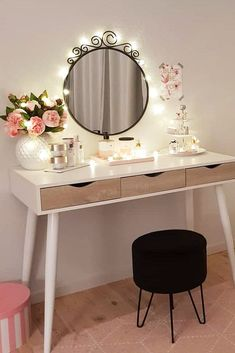 Minimalistic Vanity Table Design ★ Check out makeup vanity table ideas for bedroom and small spaces. Pick vintage or modern furniture design. Makeup Table Vanity, Vanity Room, Vanity Ideas, Makeup Vanities, Dyi Vanity, Small Vanity Table, Diy Vanity Table, Modern Makeup Vanity, Bedroom Makeup Vanity