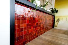 Zelliges geven deze bar in Bistro Fine Claire een spetterend kleurtje ! www.verhelst.be
