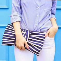 Striped clutch.- Kate Spade