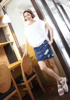 Today's Hot Pick :ポンチョ風シルエットシャーリングTシャツ【Lemite】 http://fashionstylep.com/SFSELFAA0014222/min3111jpp/out 伸縮性のあるコットン素材を使ったシャーリングTシャツです。 ポンチョ風のゆったりとしたシルエットがユニークなアイテム☆ サイドに入ったシャーリングがフェミニンなワンポイントに♪ ルーズなボクシーシルエットで体型カバー力も抜群!! ※交換、返品が難しい商品ですので慎重にご検討下さい。