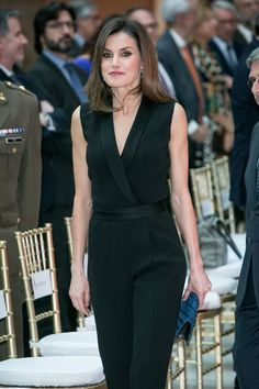Queen Letizia of Spain Photos - Queen Letizia of Spain attends the Literature awards 'Barco de Vapor' event at 'Casa de Correos' on April 2018 in Madrid, Spain. - Queen Letizia Of Spain Delivers Literature Awards Princess Letizia, Queen Letizia, Spain Fashion, Estilo Real, Classic Suit, Royal Fashion, Classy Dress, Dress Outfits, Dresses