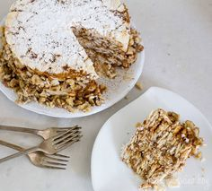 Forget about baking, do this Easy Mil Hojas Cake instead. Chilean Recipes, Chilean Food, Little Cakes, Serving Dishes, Sweet Recipes, Oatmeal, Favorite Recipes, Sweets, Baking