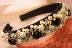 Cerchietto per capelli handmade con perline, brillantini, cabochon su raso nero Beaded Bracelets, Jewelry, Fashion, Ideas, Bunting Bag, Moda, Jewlery, Bijoux, La Mode