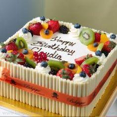 Terrific Photo fruit cake topping Tips - yummy cake recipes Cake Cookies, Cupcake Cakes, Fruit Cupcakes, Cake Decorated With Fruit, Fruit Cake Design, Fresh Fruit Cake, Cake Decorating Classes, Decorating Ideas, Drip Cakes