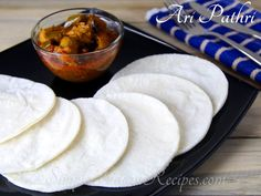 Ari Pathiri Akki Roti, Indian Flat Bread, Easy Indian Recipes, Large Plates, Breakfast Dishes, Coffee Recipes, Food Photo, Kerala, Food Pictures