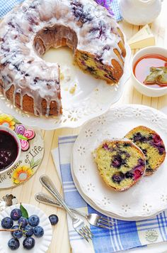 Could You Eat Pizza With Sort Two Diabetic Issues? When You Have Lots Of Blueberries - You Bake Blueberrylicious Sour Cream Bundt Cake I Have Been Making This Cake For Years And It Always Comes Out Perfectly Delicious Blueberry Sour Cream Cake, Blueberry Bundt Cake, Blueberry Desserts, Food Cakes, Cupcake Cakes, Bundt Cakes, Baking Recipes, Dessert Recipes, Bon Dessert
