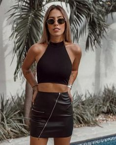 Have you ran out of outfit ideas to wear to a bar? These cute, easy and sexy looks will help you come up with new bar outfits. All Black Outfits For Women, Club Outfits For Women, Black Women Fashion, Mode Outfits, Skirt Outfits, Look Fashion, Fashion Outfits, Clothes For Women, All Black Outfit For Party