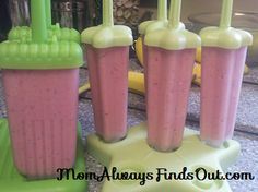 How To Make Fruit and Yogurt Popsicles (Recipe basic yogurt pop: 2 cups fruit (fresh or frozen), 2 cups vanilla yogurt , 2 tbsp honey Fresh Fruit Desserts, Fruit Snacks, Frozen Desserts, Kid Snacks, Frozen Treats, Yogurt Recipes, Fruit Recipes, Baby Food Recipes, Vitamix Recipes