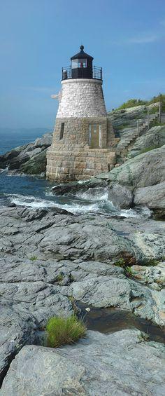 Castillo Faro de la colina, la bahía de Narragansett en Newport, Rhode Island