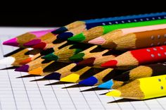 Makes me think of my Dad. Tons of colored pencils in his office for coloring of maps. But I would tell people that Daddy colored all day when they asked what my Dad did. Image Crayon, Doodle Paint, Coat Of Many Colors, Coloured Pencils, Happy Colors, Rainbow Colors, Bunt, Creative Art, Diy And Crafts