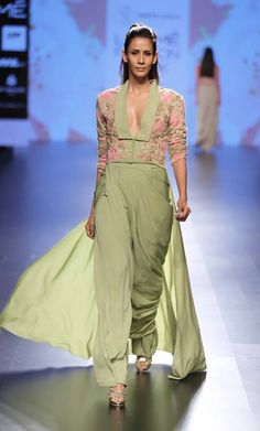 Scarlet Bindi - South Asian Fashion and Travel Blog by Neha Oberoi: LAKME FASHION WEEK SUMMER/RESORT 2016 DAY 4 & 5: PAYAL KHANDWALA, MASABA, NEETA LULLA