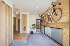 部屋に自転車   漫画にミニカー。ロードバイク ... My Home Design, House Design, Bike Hanger, House Entrance, Japanese House, Wall Decor, Mirror, Architecture, Interior