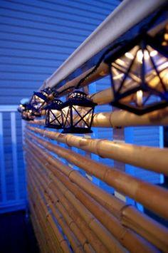sichtschutz am balkon bauen bambus lichter aufhängen