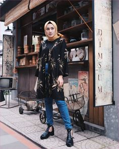 Style Hijab Casual Biru New Ideas Casual Hijab Outfit, Hijab Chic, Casual Outfits, Casual Jeans, Casual Boots, Work Outfits, Outfit Essentials, Model Baju Hijab, Hijab Fashion