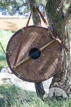 Wikinger mittelgroßer Schutzschild aus Leder und Messing