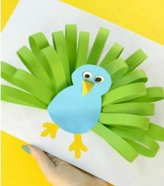 Manualidades infantiles: pavo real de papel - Muddle Tutorial and Ideas Easy Paper Crafts, Diy Paper, Fun Crafts, Arts And Crafts, Paper Crafting, Preschool Crafts, Easter Crafts, Christmas Crafts, Diy For Kids