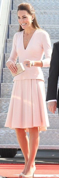 The Duchess of Cambridge looks beautiful in her pink outfit.