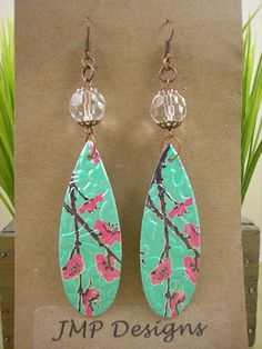 Earrings from pop cans, er huh, iced tea cans!  Now THAT is a person with a great eye for possibility!