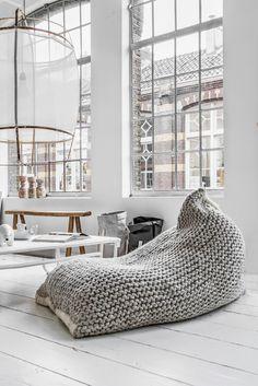 Livingroom inspiration | White floor | Industrial windows | Couleur Locale conceptstore | Le sac en papier (www.couleurlocale.eu/furniture/zila-lila-nest-bean-bag.html)